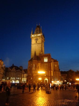 la-plaza-de-noche