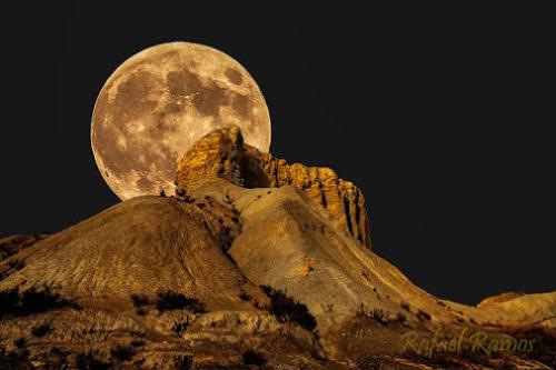 luna en desierto