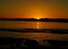 puesta del sol en mar