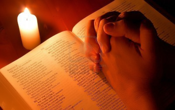 orando-velas