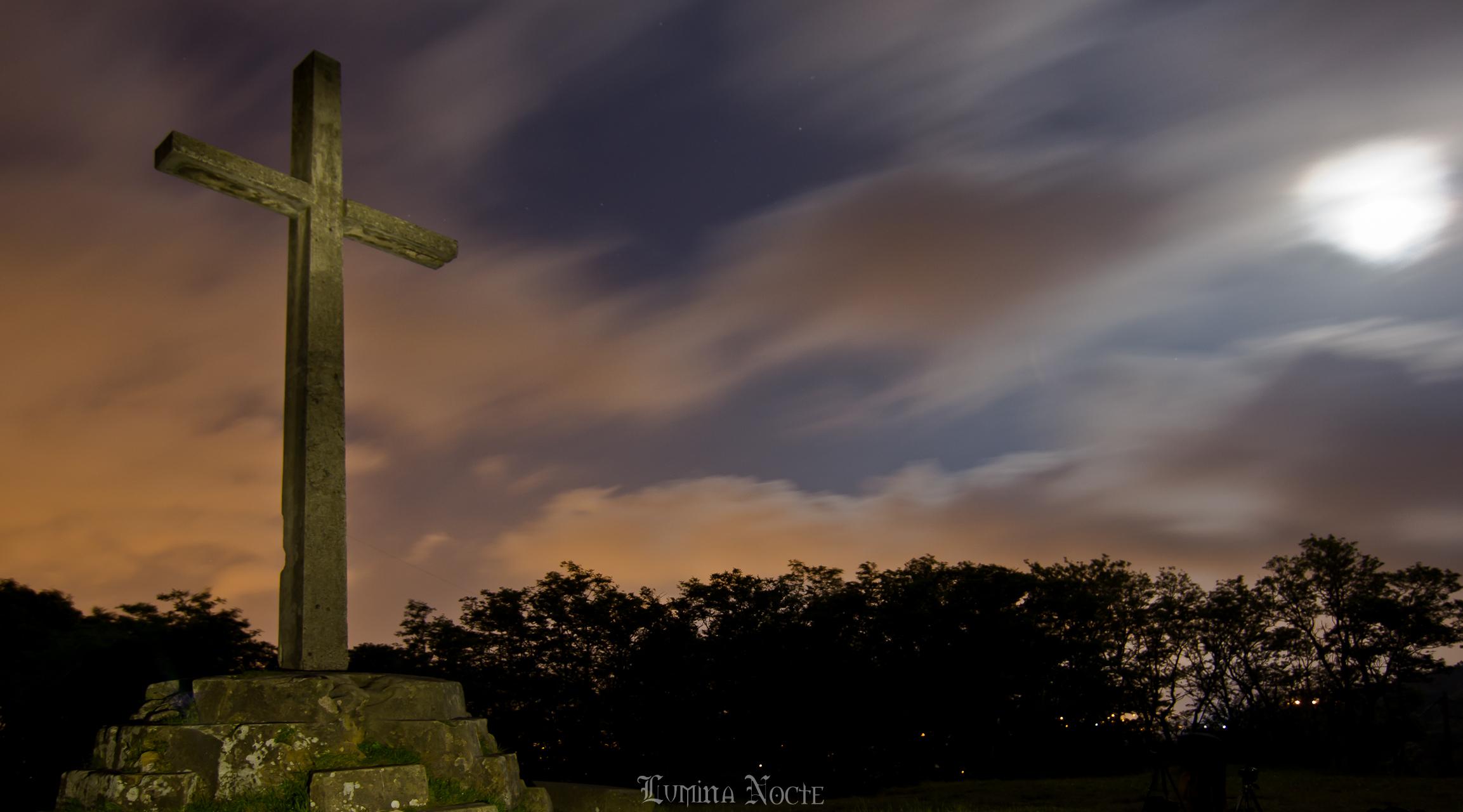 cruz-en-noche